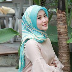 Casual Hijab Outfit, Hijab Chic, Beautiful Hijab, Most Beautiful, Hijabi Girl, Pashmina Scarf, Muslim Women, Your Girl, Hijab Fashion