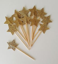 Gold Star Cupcake Toppers – Set of Twinkle Twinkle Little Star – Baby Shower, Birthday Party, Fun Decor – Die Cut - Geburtstag Mickey Mouse Party Decorations, Birthday Party Decorations Diy, Birthday Parties, Baby Birthday, Birthday Cupcakes, Star Wars Party, Star Party, Party Fun, Ideas Party