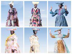NAMIBIA – Herero Headdress Gli Herero sono un popolo africano per la maggior parte abitante in Namibia, le cui donne sono facilmente identificabili per il loro singolare abbigliamento: in particolare per il copricapo a forma di corno. Realizzato in tessuto dai tipici colori africani, molto spesso si abbina perfettamente al vestito in stile vittoriano ma altre volte viene abbinato a vestiti moderni dai colori contrastanti.  #hats #travel #world