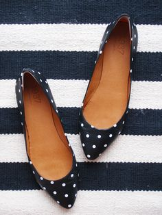 madewell polka dot flats - i can't get enough of polka dots! Polka Dot Flats, Polka Dots, Navy Flats, Navy Flat Shoes, Polka Dot Outfit, Black Flats, Black Suede, Pumps, Stilettos