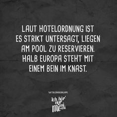 Laut Hotelordnung ist es strikt untersagt, liegen am Pool zu reservieren. Halb Europa steht mit einem Bein im Knast.