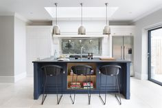 Everyone Else Does When It Comes to Open Plan Kitchen-diner with Blue Island and Cabinetry and What You Need to Be Doing Different - isoaku Open Plan Kitchen Living Room, Family Kitchen, Kitchen On A Budget, Luxury Interior Design, Interior Styling, Grey Kitchen Designs, Stylish Kitchen, Cozy Kitchen, Grey Kitchens