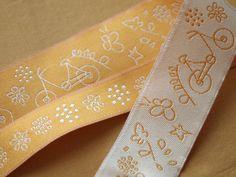 ruban-Frou-Frou-A-Bicyclette-poussiere-or-1