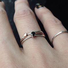 """""""Många av mina smycken gör jag #matta... Mixa olika ringar till din personlig favvokombo! #idaray #enkreativgrejomdagen #silver #koppar #ringar"""""""