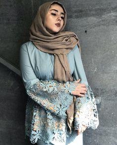Loving the lace and design of this abaya hijab fashion мусул Modesty Fashion, Abaya Fashion, Xl Fashion, Unique Fashion, Fashion Outfits, Islamic Fashion, Muslim Fashion, Hijab Style, Abaya Style