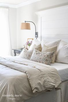 I'm sharing an easy farmhouse style headboard tutorial with you guys. This is an affordable and easy headboard to build and It's a great first time project.