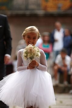 niña-flores-arras-vestida-bailarina-tutú Wedding Flower Girl Dresses, Flower Dresses, Wedding Party Dresses, Bridesmaid Dresses, Sunset Wedding, Dream Wedding, Rustic Flower Girls, Wedding With Kids, Beautiful Children