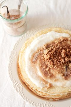 South African Milk Tart pancakes (or crepes) with milk tart filling and cinnamon crumble - via The Kate Tin Breakfast Pancakes, Breakfast Recipes, Dessert Recipes, Cinnamon Crumble, Pancakes Cinnamon, Crepes, Milk Tart, Delicious Desserts, Yummy Food