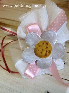 Μπομπονιέρα με χειροποίητο λουλούδι Confetti, Wedding Favors, Homemade, Flowers, Recipes, Crafts, Head Bands, Wedding Keepsakes, Manualidades