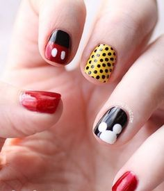 Art on nails Nail Art! more nails Nails / I wish I was talented enough to do this on both hands! Free Nail Technician Information www. Fancy Nails, Love Nails, How To Do Nails, Pretty Nails, My Nails, Ongles Mickey Mouse, Minnie Mouse, Minnie Bow, Nail Art Disney