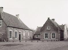 Oirschot - Pand St. Odulphusstraat, huisnr. 11, waarin gevestigd Museum 'De Vier Quartieren' , en rechts galerie 't Meesterken op de hoek Dekanijstraat Wal, J. van de (fotograaf)
