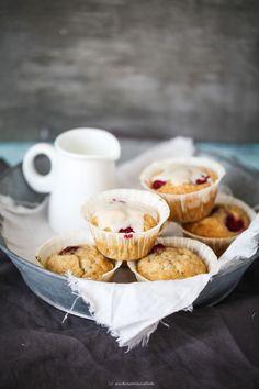 ... honey banana muffins with raspberries and honey glaze ...
