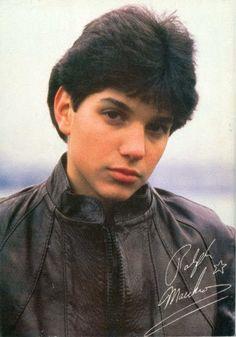 Ralph Macchicho in The Karate Kid 1984, Karate Kid Movie, Karate Kid Cobra Kai, Beautiful Boys, Gorgeous Men, Ralph Macchio The Outsiders, The Outsiders Cast, Young Actors, Cute Actors