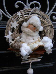 Eskymátko tulení Vánoční věneček na přírodním korpusu o průměru 21 cm s milým eskymáckým batoletem... :-)