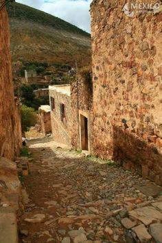REAL DE CATORCE, Pueblo minero de gran misticismo. Se encuentra en el Estado de San Luis Potosi, en las zonas más altas del antiplano mexicano. En la sierra de 14, a una altura de 2,750 metros, y cuenta con construcciones muy antiguas, y que guardan cierto misterio minero. Por algo fue nombrado pueblo fantasma mágico. ESTO ES #MÉXICO!!!! Salvador Rivera  Mining town of great mysticism. It is located in the state of San Luis Potosi, Tour By Mexico - Google+