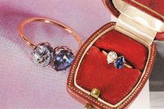Engagement Ring Napoleon Bonaparte to Josephine de Bauharnais Cette bague en or de 18 mm, ornée d'un diamant et d'un saphir taillés en poire, disposés en «toi et moi», est datée fin XVIIIe siècle. Est 10.000 to 15.000 €.  on sale 23 march in Frontainebleau France