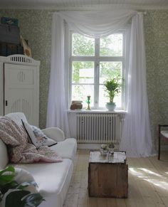 Very romantic. Home Interior Design, Interior Decorating, Bohemian Interior, Vintage Interiors, Amazing Spaces, Diy Curtains, House Colors, Room Inspiration, Sweet Home