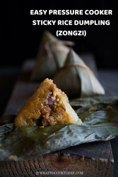 Learn how to make Hokkien bak chang in a pressure cooker or with boiling method. The recipe is a no fuss but with same great taste. Also sharing how to wrap zongzi. Easy Asian Recipes, Wrap Recipes, Vietnamese Recipes, Chinese Sticky Rice, Chinese Food, Rice Dumplings Recipe, Malaysian Food, Malaysian Recipes, Sticky Rice Recipes
