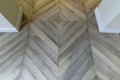 Point de Hongrie en chêne gris lesivé. Amazing herringbone wood floors.