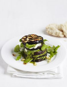Aubergine stacks with pesto, pine nuts and goat's cheese: An easy meal for vegetarians. Simple layers of aubergine, goat's cheese and pesto make a rich but fast meal for two. Sprinkle with pine nuts and serve with crusty bread. Veggie Recipes, Great Recipes, Vegetarian Recipes, Healthy Recipes, Veggie Meals, Veggie Food, Aubergine Recipe Healthy, Tapas, Asparagus Recipe