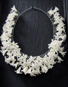 Florist School, Flower Crown, Flower Art, Collar Floral, Body Adornment, Floral Necklace, Arte Floral, Floral Fashion, Floral Hair