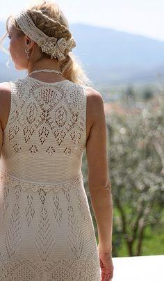 Летнее платье вязаное спицами.