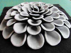 Decorative Pillow Pattern DANIELLA DAHLIA Felt par SewYouCanToo