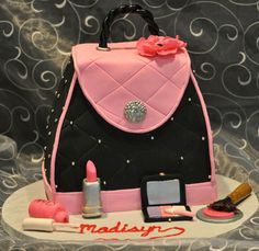 Cute purse cake.