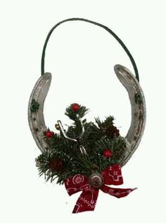 horseshoe crafts | Horseshoe ornament or decor | horse shoe crafts. /Awesome idea for the winter, so pretty EL./