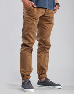 perfectly cuffed khakis, and another good combo! Sharp Dressed Man, Well Dressed Men, Chinos Men Outfit, Bold Fashion, Mens Fashion, Tapered Chinos, Dapper Gentleman, Dress For Success, Stylish Men