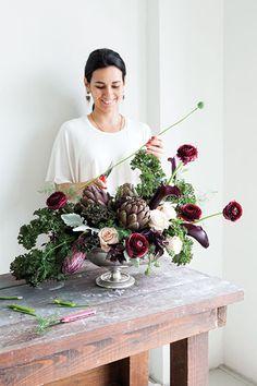 table arrangement using vegetables // can you believe this has kale, broccolini, purple basil, poppy pods & artichokes?