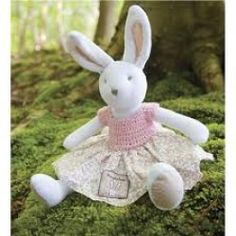 Huggable plush toys and soft plush dolls come in a variety of shapes and sizes. An arc of plush animal toys awaits–birds, rabbits, and more! Easter Toys, Easter Gift, Easter Bunny, Filled Easter Baskets, Communion Gifts, Linen Bag, Plush Animals, Plush Dolls, Hand Crochet