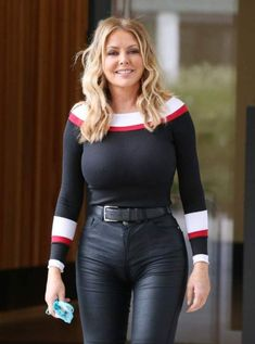 Carol Vorderman showing off her lucious curves in skin tight leather jeans – Celebricity Tight Leather Pants, Leather Jeans, Sexy Older Women, Sexy Women, Belle Nana, Carol Vorderman, Actrices Sexy, Botas Sexy, Sexy Jeans