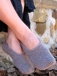 Keep it Simple Slippers, free pattern by Erica Jackofsky (Fiddle Knits)