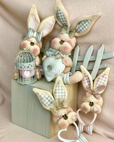 Olga Ríos's media content and analytics Easter Crafts, Felt Crafts, Crafts To Make, Diy Ostern, Easter Wreaths, Fabric Decor, Doll Patterns, Happy Easter, Christmas Ornaments