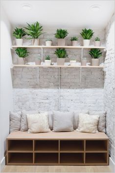 Space Saving Small Studio Decoration Ideas - Best Picture For Pilates Studio pequeno For Your Taste You are looking for something, and it i Yoga Studio Design, Yoga Studio Home, Yoga Studio Decor, Interior Design Studio, Design Interiors, Home Yoga Studios, Room Interior, Yoga Room Design, Yoga Room Decor
