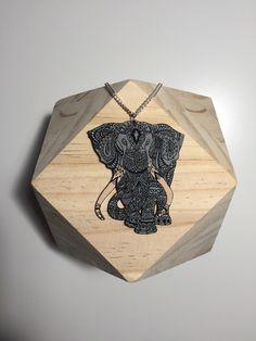 Sautoir argenté avec pendentif éléphant : Collier par piccoli-gioielli