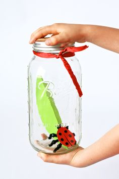 Kids will love making this Paper Ladybug in a Jar #spring #kidscraft from PagingSupermom.com