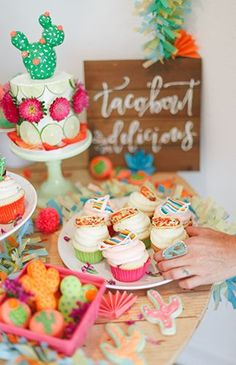 Vibrant Pink & Green Fiesta Birthday Party - Inspired By This. Cactus and Scculent party udeas Dessert Party, Diy Dessert, Dessert Table, Wild West Party, First Birthday Parties, First Birthdays, 2nd Birthday, Birthday Ideas, Party Mottos