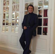 Rafael Martos Sánchez - Raphael - Rafael Martos Sánchez - Nuevo e interesante Normcore, High Neck Dress, Spain, Dresses, Style, Fashion, Singers, Musica, Artists