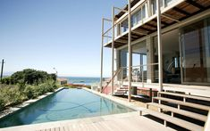 Cape Town, South Africa | From a CrossFit gym in Cologne to an onsite yoga studioin Cape Town, here are the best Airbnb homes for travelerswho want to stick to their fitness routines while on vacation. Outdoor Sauna, Hotels, Indoor Swimming Pools, Modern Loft, Wellness, Villa, House Styles, South Africa, Relax