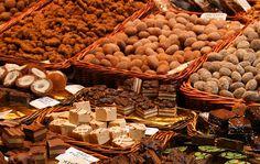 Che Torino sia la capitale italiana del cioccolato è un fatto, possiamo dirlo, assodato. Girando per le vie della città tra caffè storici ed...