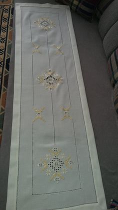 Home Curtains, Kurti Designs Party Wear, Crewel Embroidery, Bargello, Hanger, Bohemian Rug, Shabby Chic, Linens, Tablecloths