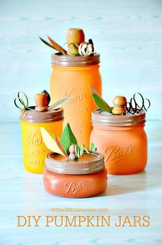 Halloween Crafts with Mason Jars - Mason jar crafts for Halloween. Kids craft for Halloween using mason jars. Diy And Crafts Sewing, Diy Craft Projects, Craft Tutorials, Fall Projects, Decor Crafts, Project Ideas, Diy Pumpkin, Pumpkin Crafts, Fete Halloween