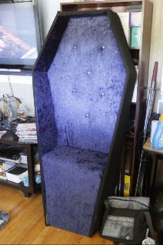 Coffin Chair - looks comfy