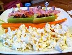 Movie Night Dinner-Snack Tray Snack Trays, Movie Night Snacks, Lunch Ideas, Bento, Lunches, Dinner, Movies, Recipes, Food