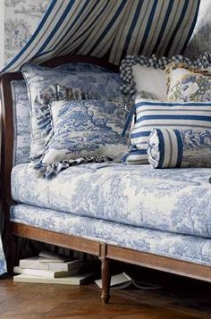 Traditional bedroom with toile de jouy. Blue toile duvet and pillows. French Country Bedrooms, French Country Style, Country Bathrooms, French Chic, French Decor, French Country Decorating, French Interior, Toile Bedding, Muebles Shabby Chic