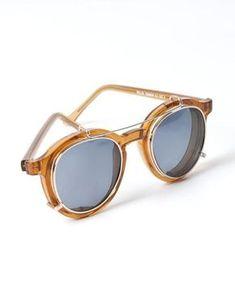 b56ade9c256 petite fille dans une grande ville. Clip On SunglassesVintage ...