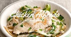 YAY! A Yummy HEALTHY Chicken Alfredo. An awesome Lean & Green Meal. http://www.kesrocha.com/not-your-mamas-chicken-alfredo/