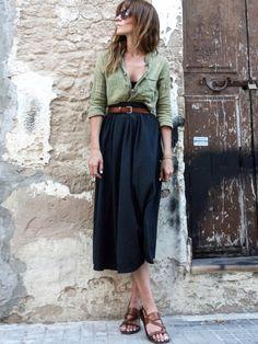 Rien de tel qu'une jupe midi taille haute pour chiciser une tenue estivale !